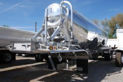 VANTAGE P42-1050 Aluminum Pneumatic Trailer